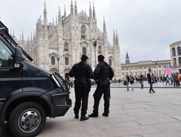 «C'è una bomba in Duomo»: allarme a Milano dopo telefonata anonima