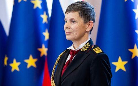 Alenka Ermenc, la prima donna a capo dell'esercito sloveno -MasterX