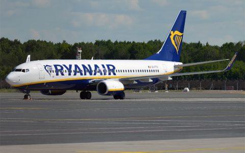 Ryanair, calo dei profitti: a rischio voli, basi e dipendenti - MasterX