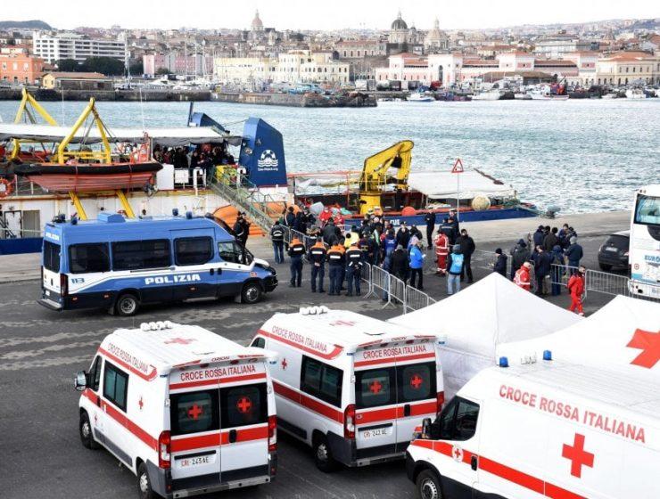 Sea Watch 3, l'odissea si conclude con lo sbarco a Catania - MasterX