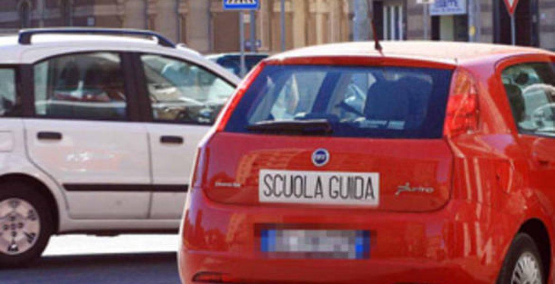 Varese, sostiene l'esame di guida al posto di un altro: arrestato - MasterX