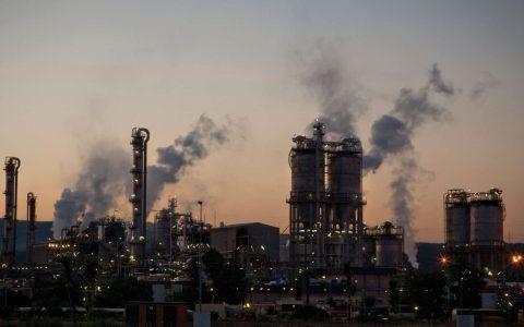 Industria crolla del -5,5% nell'ultimo anno, Istat lancia l'allarme - MasterX