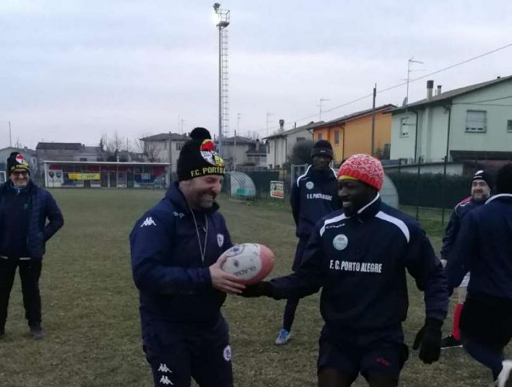 Rugby, il mister razzista ora allena una squadra di profughi