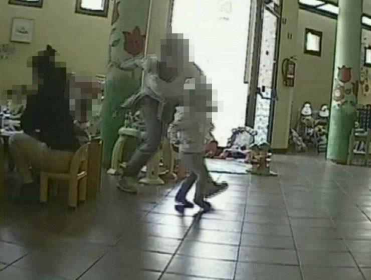 Pavia, scoperto l'asilo degli orrori: maltrattamenti a bambini -MasterX