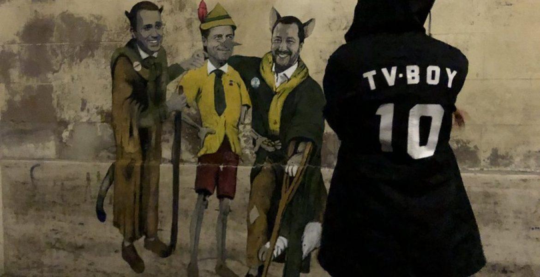 """Roma, murale di Tvboy: Conte è Pinocchio, Salvini e Di Maio """"il gatto e la volpe"""""""