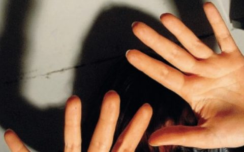 Milano: picchia la compagna, la madre lo fa arrestare