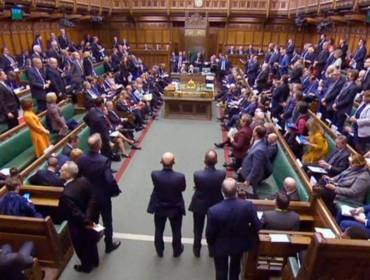 Inghilterra, approvata legge che obbliga May a escludere Brexit no deal