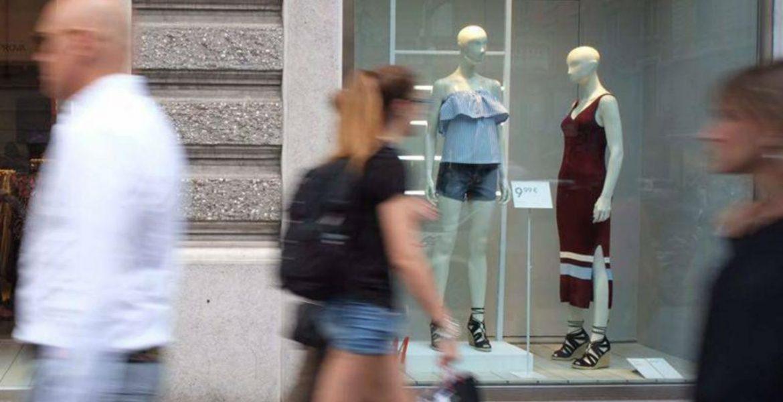 Istat, reddito famiglie ancora in calo ma consumi in aumento