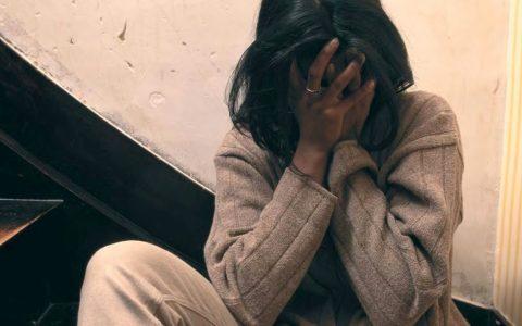 Vicenza, quindicenne stuprata. Il gip: venduta dall'amica in cambio di droga-MasterX