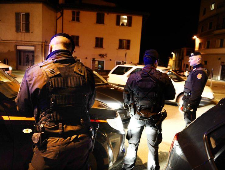 Milano, un 19enne armato di cric litiga con il dj e devasta locale-MasterX