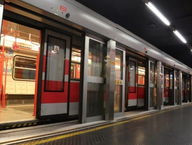 Milano, metropolitana in ostaggio di uno 'squilibrato'-MasterX