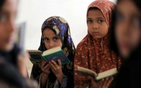 Austria, approvata legge che vieta il velo islamico alle elementari