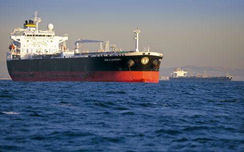 Attacco a due petroliere saudite nello Stretto di Hormuz - MasterX