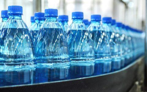 Milano, 54enne indagato: vendeva acqua potabile come curativa