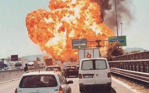 Incidente sulla A4, autocisterna in fiamme: un morto