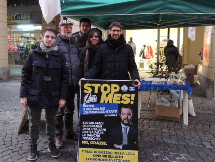 La Lega raccoglie firme contro il MES. Gualtieri: «Campagna terroristica»