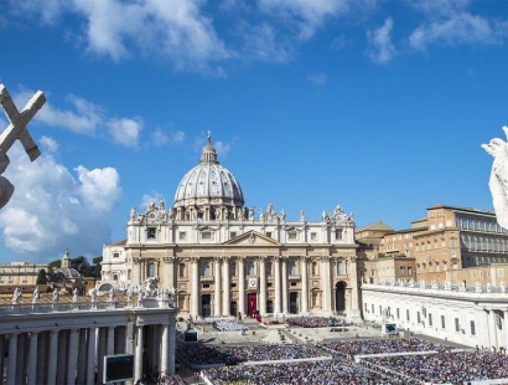 Ratzinger smentisce: «Non ho scritto il libro con Sarah»